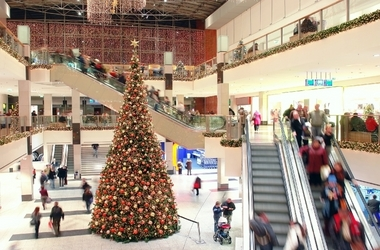 Mall Shopping and Mobile Retail at Holidays